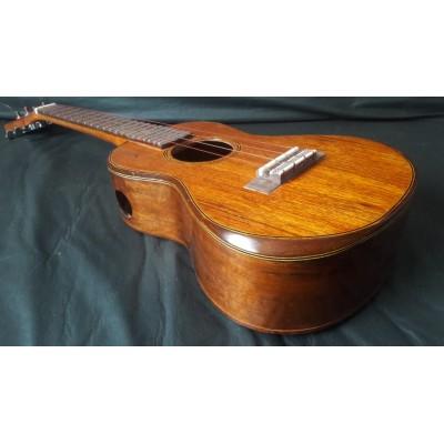 Ukulele Sabonge de Siqueira Tenor Luthier Custon Maciço